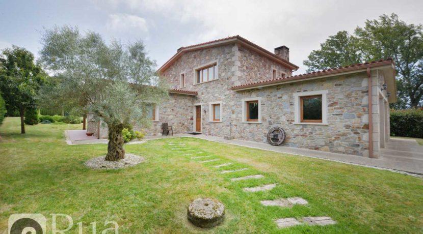 chalet venta Arteixo, piedra, 4 habitaciones, salón, jardín, amueblado