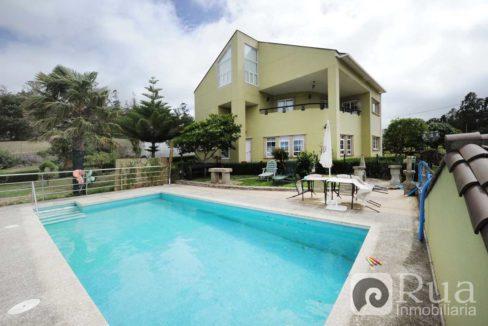 chalet venta Laracha, 5 habitaciones, piscina, jardín, cercano al núcleo