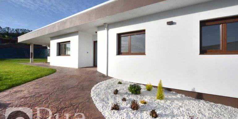 Chalet a estrenar en Culleredo, planta baja y sótano, piscina, finca 800 m2